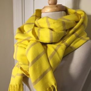 Gap yellow tan striped large scarf with fringe